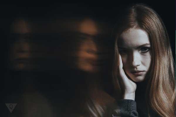 Девушка с диссоциальным расстройством