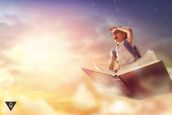 Ребенок летит в книге, как символ развитого воображения.
