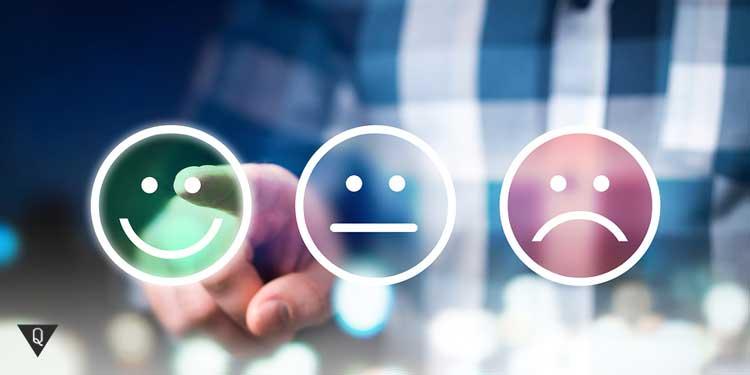 три смайлика с разными эмоциями