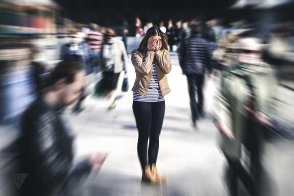 Девушка в панике