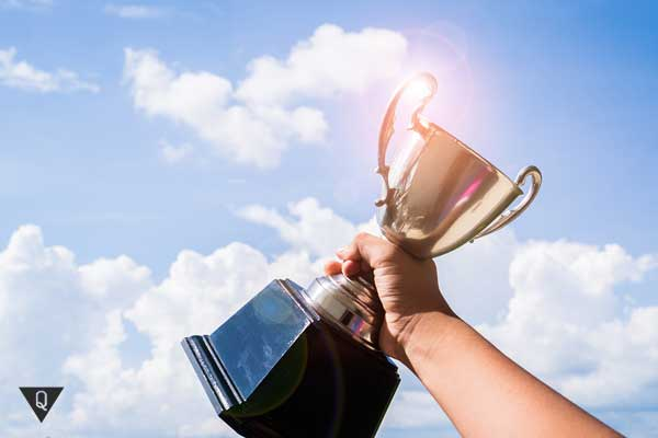 Кубок на фоне неба