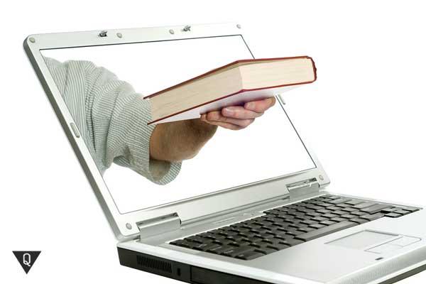 Из компьютера высунулась рука с книгой