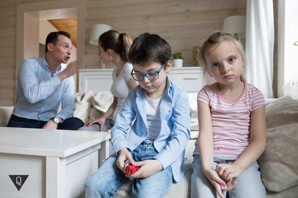 Родители ссорятся при детях