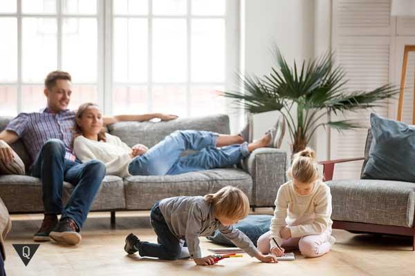 Родители наблюдают за детьми