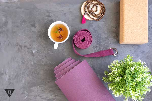 Коврик для занятий йогой и чай