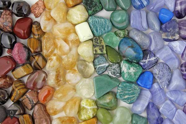 Разноцветные камни для чакр
