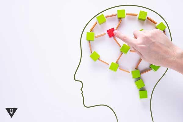 Кубики разложены на бумаге в виде мозга
