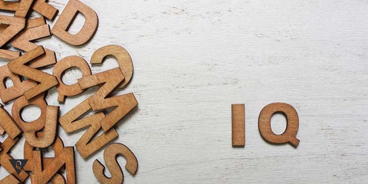Айкью из деревянных букв