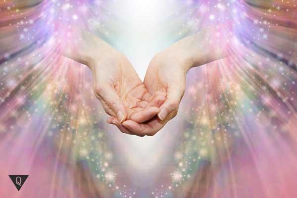 Руки сложены вместе