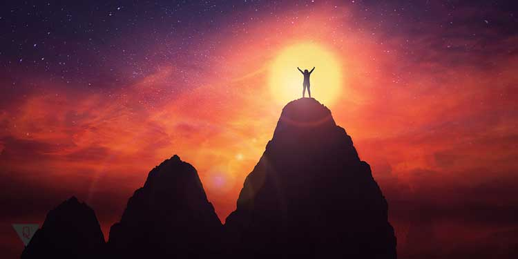 Работа над собой, человек на вершине горы