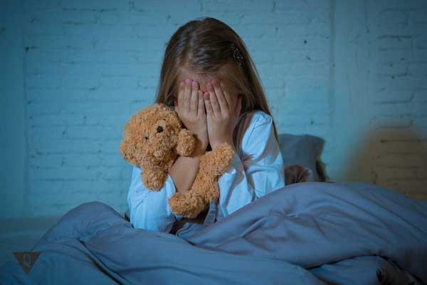 Ребенок плачет, у него фобия звезд