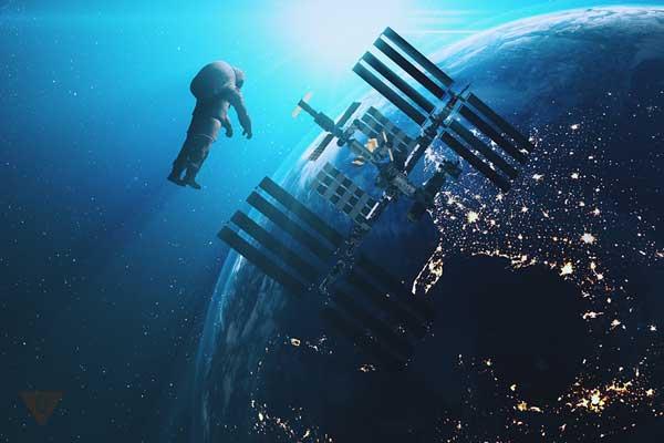 Космонавт в бесконечном космосе