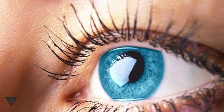 Голубой глаз человека