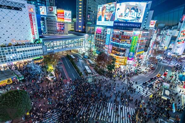 Японский перекресток который переходи очень много народу