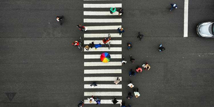 Пешеходный переход с людьми