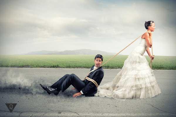 Невеста тащит мужа на веревке