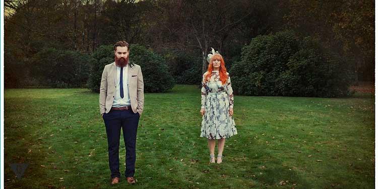 Бородатый мужчина и рядом женщина
