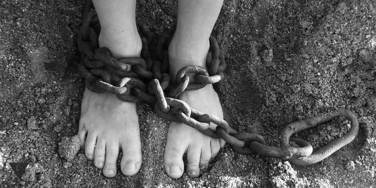 Ноги в цепях