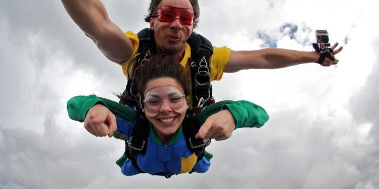 Экстримальный прыжок с парашютом